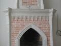 Кирпичный камин с отделкой из мрамора
