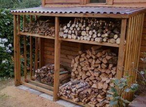 дрова в сарае