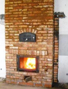 Печь из кирпича для обогрева помещения