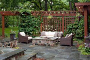 Патио дворик зеленый